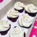 Cupcakes Red Velvet con frosting de chantilly[...]
