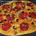 Pizza de pepperoni, emmental y champiñones con[...]