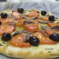 Pizza de tomate y anchoas, mini pizza