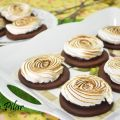 Galletas de chocolate y merengue rellenas de[...]